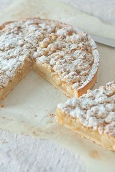 Caramelized apple or pear crumble pie - Dessert Recipes French Desserts, Just Desserts, Delicious Desserts, Desserts Nutella, French Recipes, Sweet Pie, Sweet Tarts, Pie Dessert, Dessert Recipes