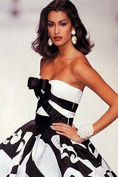 Valentino Fall/Winter 1991. Model: Yasmeen Ghauri