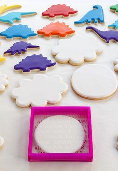 How to Make Dinosaur Cookies -Sugar Cookies Decorated with Royal Icing Dinosaur Cookies, Dinosaur Cake, Dinosaur Birthday Party, 4th Birthday, Birthday Ideas, Sugar Cookie Royal Icing, Cookie Icing, Sugar Cookies, Cookie Cutters