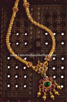 Traditional south indian temple jewellery hand-crafted in 22 ct pure Gold. Burmese Rubies and Colombian Emeralds gold pendant with thick gold chain Gold Earrings Designs, Gold Jewellery Design, Gold Jewelry, Antic Jewellery, Gold Designs, Gold Necklaces, Simple Jewelry, Necklace Designs, Jewelry Art