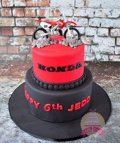 Honda Motorcross bike cake by Little Robins Cakery Motorcross Cake, Bolo Motocross, Motorcycle Cake, Motorcycle Birthday Cakes, Dirt Bike Birthday, Dirt Bike Cakes, Dirt Bike Party, Modern Birthday Cakes, Special Birthday Cakes