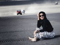Captured in Mt. Bromo #hijaboutfit #hijab #black #sand #mountain #photo