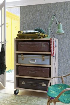 Colour 'n vintage. An idea for a drawers!
