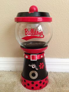 With a different team, this would be cute Clay Pot Projects, Clay Pot Crafts, Diy Clay, Diy Projects, Georgia Bulldog Wreath, Georgia Bulldogs, Candy Jars, Candy Dishes, Flower Pot Crafts