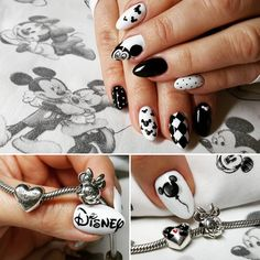 Here is a tutorial for an interesting Christmas nail art Silver glitter on a white background – a very elegant idea to welcome Christmas with style Decoration in a light garland for your Christmas nails Materials and tools needed: base… Continue Reading → Disney Acrylic Nails, White Acrylic Nails, White Nails, Hair And Nails, My Nails, Disneyland Nails, Mickey Mouse Nails, Dream Nails, Halloween Nails