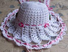 EM ATE 10X SEM JUROS PARCELAMOS O FRETE JUNTO feito em linha de seda, nome personalizado em biscut base do chapéu em pet R$ 35,00