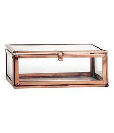 H&M - Æske i klart glas og metal. Størrelse 5x10x14 cm. 30% RUSTFRIT STÅL, 70% glas.