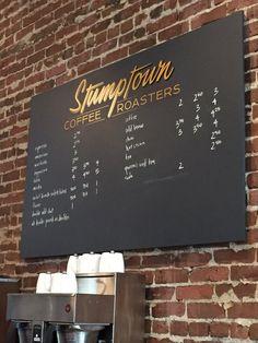 Stumptown Coffee Roasters - Portland, OR, Estados Unidos. Handwritten menu board.