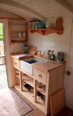 Tiny kitchen Office - Inspiration For Your Own Tiny House With Small Kitchen Compact Kitchen, Micro Kitchen, Kitchen Small, Kitchen Office, Tiny Spaces, Work Spaces, Tiny House Living, Small Living, Tiny House Design