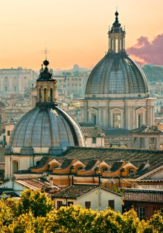 #Rome, Italy , the city for lovers, is a heady blend of artistic and architectural masterpieces, classical ruins, beautiful gardens and chic, modern offerings. #Honeymoon