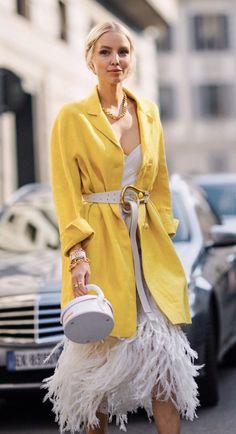 Simply Fashion, All Fashion, Fashion Dresses, Fashion Looks, Ohh Couture, Yellow Fashion, Street Style Women, Style Inspiration, Madrid
