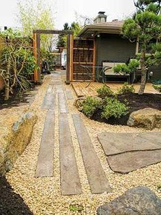 Best Small Yard Landscaping & Flower Garden Design Ideas - New ideas Japanese Garden Design, Garden Landscape Design, Japanese Gardens, Japanese Garden Style, Small Gardens, Outdoor Gardens, Zen Gardens, Small Yard Landscaping, Hill Landscaping
