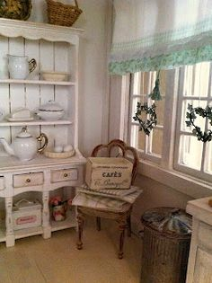 la casa di lu.  Love the layering of items in this room.  Just like real life (only prettier).