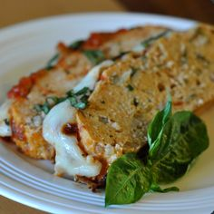 Chicken parmesan has got to be one of my favorite Italian dishes. I don't make it very often because of the amount of work that it requires but I love the stuff! I also love meatloaf, the hubby not… Ground Chicken Meatloaf, Chicken Parmesan Meatloaf, Chicken Parmesan Recipes, Recipe Chicken, Meatloaf With Oatmeal, Avocado Chicken Salad, Chicken Salads, Meat Loaf, Italian Chicken