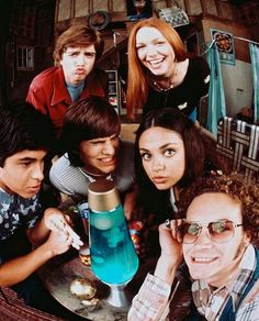 I'd really like to hangout with this silly hillarious funny nice gang in Eric Forman's basement... :))