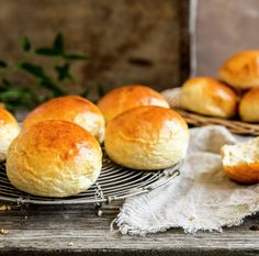 Hveteboller | Oppskrift - MatPrat Lactose Free, Beignets, Hamburger, Veggies, Cooking Recipes, Bread, Vegan, Baking, Healthy