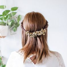Golden hairpiece made in less than half an hour (in Swedish)