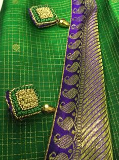 Latest Saree Kuchu/Tassel Designs to Beautify Your Saree Saree Tassels Designs, Saree Kuchu Designs, Silk Saree Blouse Designs, Saree Blouse Patterns, Designer Blouse Patterns, Fancy Blouse Designs, Hand Embroidery Videos, Embroidery Saree, Embroidery Fashion