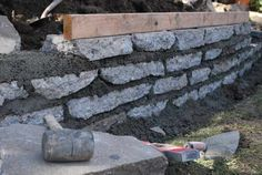 Broken concrete garden wall Recycled Urbanite broken concrete stacked and secured for ecologically friendly design Gabion Retaining Wall, Concrete Retaining Walls, Landscaping Retaining Walls, Concrete Garden, Outdoor Landscaping, Front Yard Landscaping, Concrete Walls, Recycled Concrete, Broken Concrete