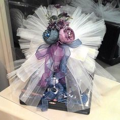 Wedding Gift Boxes, Wedding Favours, Wedding Gifts, Uñas Diy, Flower Girl Basket, Baby Flower, Trousseau Packing, Diy Gift Baskets, Wedding Prep