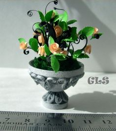 Quilled planter & flowers.