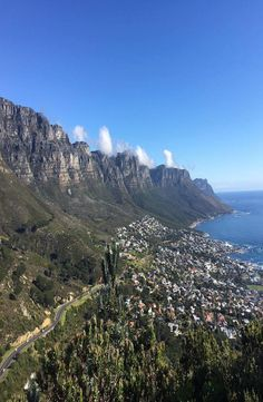 Lion's Head is a mountain in Cape Town, South Africa and hard not to see while being there. How to reach the top of the Lion's Head. Lions Head Cape Town, I Am An African, Cape Town South Africa, Backpacking, City, Places, Travel, Backpacker, Viajes