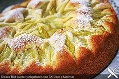 Rhabarberkuchen mit Eierlikör Rhubarb cake with eggnog, a nice cake recipe. Ratings: Average: Ø Rhubarb cake with eggsRhubarb cake with creamRhubarb cake with vanilla Fruit Recipes, Baking Recipes, Rhubarb Cake, Snacks Sains, Egg Recipes For Breakfast, Salty Cake, Apple Desserts, Healthy Fruits, Savoury Cake