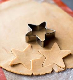 decouper etoiles pate cannelle biscuits Noel #recettes #Noël #recipes #cookie