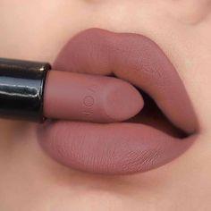Mac Lipstick Colors, Matte Lipstick Shades, Lipstick For Dark Skin, Eye Makeup Art, Skin Makeup, Nail Paint Shades, Red Lips Makeup Look, Batons Matte, Makeup Tutorial Eyeliner