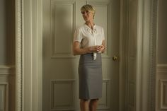 The impressive wardrobe of actress Robin Wright as Claire Underwood in House of Cards has caught the attention of eagle-eyed fans and with the series returning to Netflix today, her wardrobe is set to get a very stylish makeover. Robin Wright, Power Dressing, Brooks Brothers, Claire Underwood Style, House Of Cards Seasons, Stylish Tops, 1940s Fashion, Get The Look, Lady