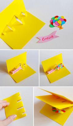 まず飛び出させたいアート(バルーン)やメッセージ(Good Luck)を用意します。  カードの台紙は半分に折り、飛び出したい大きさに合わせて切り込みを入れます。 入れた切込みを反対側に折ると立体的になります。 そこへ、用意したアートやメッセージを貼るだけ。  最後に外側に台紙を貼ります。