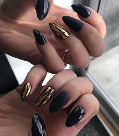 Black and gold are timeless glamorous combination. With this manicure at every party you will be noticed.