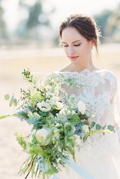 Ultra chic bridal style on the beach Wedding Locations, Wedding Vendors, Wedding Blog, Floral Wedding, Wedding Bouquets, Wedding Flowers, Bridal Dress Design, Bridal Style, Luxury Wedding