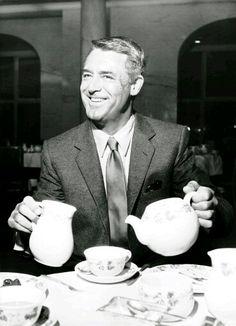#BuenosDías #GoodMorning Hoy desayunamos con un clásico, el gran Cary Grant. ¡Venga que es #viernes13!