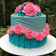 Cake Decorating Frosting, Cake Decorating Designs, Cake Decorating Videos, Cake Decorating Techniques, Cake Designs, Elegant Birthday Cakes, Cute Birthday Cakes, Beautiful Birthday Cakes, Cake Icing