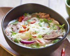 Soupe Pho vietnamienne légère au bœuf et légumes : http://www.fourchette-et-bikini.fr/recettes/recettes-minceur/soupe-pho-vietnamienne-legere-au-boeuf-et-legumes.html