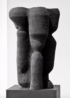 KRISTINA RISKA, Animal, vessel, 2014. Material matte stoneware. / Hostler Burrows