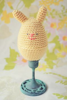 Springtime bunny tutorial by Lisa from goodknits. Tutorial here http://goodknits.com/blog/amigurumi-bunny-egg/