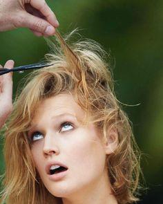 Leo DiCaprio's Girlfriend, Toni Garrn New Haircut For Vogue Paris Long Hair Cut Short, Short Hair Styles, Forced Haircut, Shaved Hair Women, Toni Garrn, Hair Scissors, Extreme Hair, New Haircuts, Bad Hair Day
