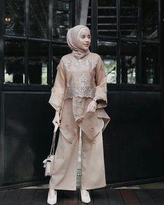 32 ideas style girl hijab for 2020 7 Kebaya Lace, Batik Kebaya, Kebaya Dress, Dress Pesta, Kulot Batik, Kebaya Modern Hijab, Model Kebaya Modern, Kebaya Hijab, Model Kebaya Muslim