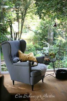 Strandmon, Ohrensessel, IKEA, Interiordesign, Wohnzimmer, Einrichtungsideen,  Fensterausblick, Holzhaus Einrichten