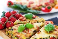 Schnell gemacht, vollgepackt mit guten Zutaten und sehr lecker! Die Polenta-Pizza aus Maisgrieß ist ein gesundes Kinderrezept, das auch den Großen schmeckt. Polenta Pizza, Yams, Quesadilla, Vegetable Pizza, Sandwiches, Vegan Recipes, Food Porn, Veggies, Low Carb