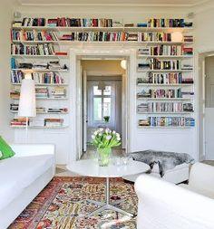 Mary made this.: böcker uppåt väggarna