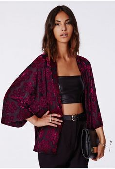 Make it a bohemian winter in our folksy devore kimono. This weighty velvet flock style will have you feeling like you're a part of an ethereal Nordic fairytale. Style it with long skirts and lots of layers to complete the look.  Approx le...