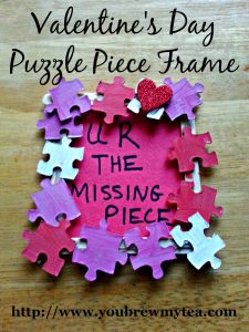 Valentine's Day crafts for toddlers, Puzzle Piece Frame. I'd make a super cute decoration.