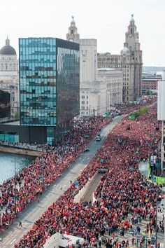 Unbelievable pictures show HUGE crowds for Liverpool's CL parade Unbelievable pictures show huge crowds for Liverpool's Champions League parade – Liverpool Echo Liverpool Fc Champions League, Liverpool Stadium, Liverpool Vs Manchester United, Anfield Liverpool, Liverpool Docks, Liverpool Town, Liverpool History, Liverpool England, Club