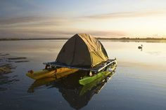To paddle out to places where no official campsites are available, we came up with a slightly mad experiment: a kayak tent platform.