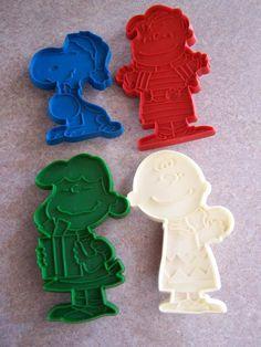 Vintage Peanuts Snoopy charlie brown Character cookie cutters plastic