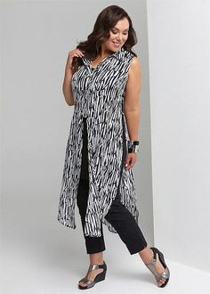 Womens fashion over 60 grey hair Plus Size Womens Clothing, Plus Size Outfits, Plus Size Fashion, Clothes For Women, Chic Outfits, Fashion Outfits, Womens Fashion, Sixties Fashion, Plus Size Kleidung