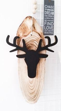 Soporte con rodaja de ronco de árbol para la cabeza del Reno